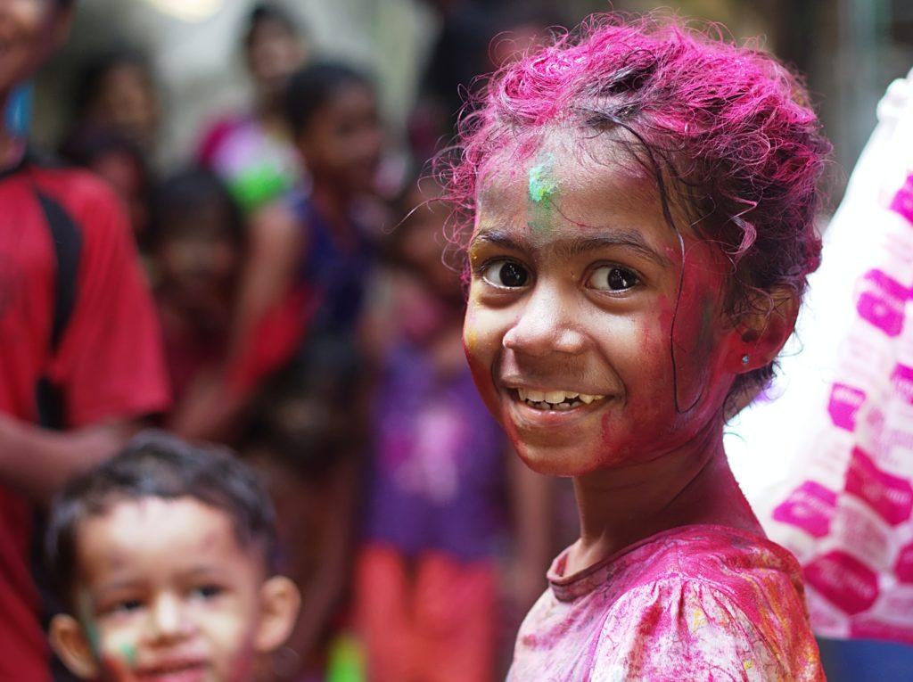 Enfant à la fête d'Holi